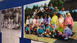 Oude schoolfoto's in Middendorpshuis Den Ham