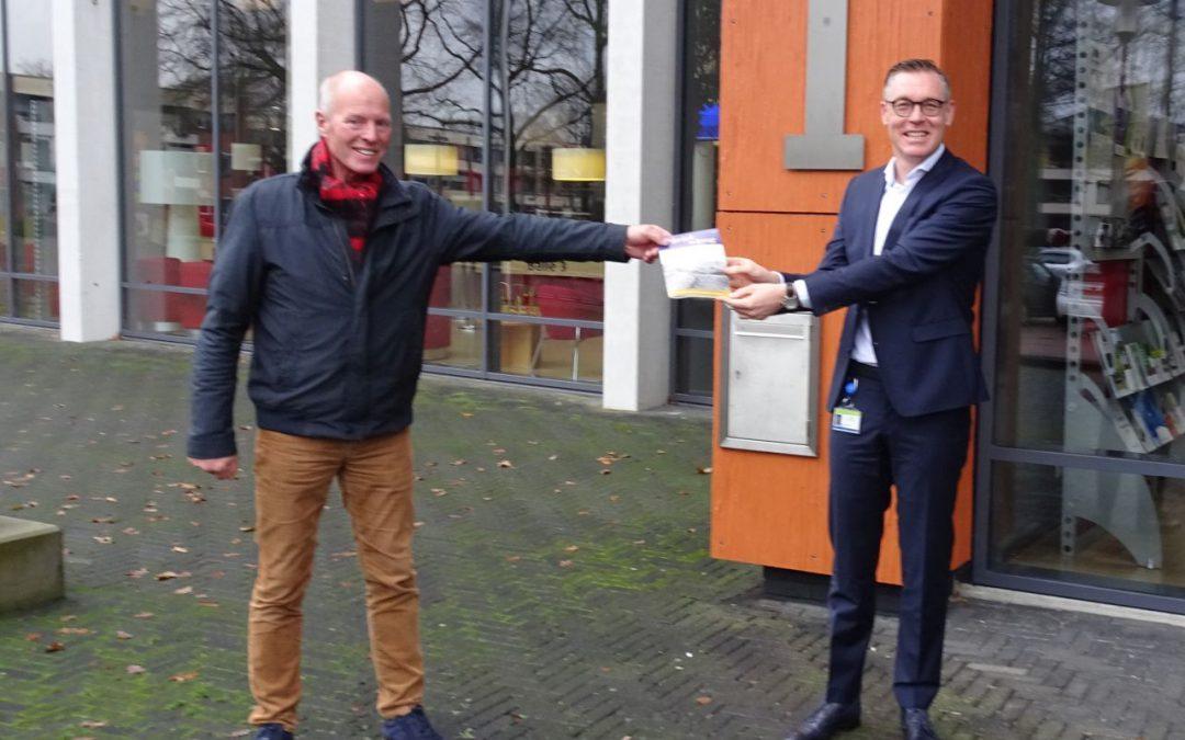 Klaas Palstra op bezoek bij burgemeester Hans Broekhuizen